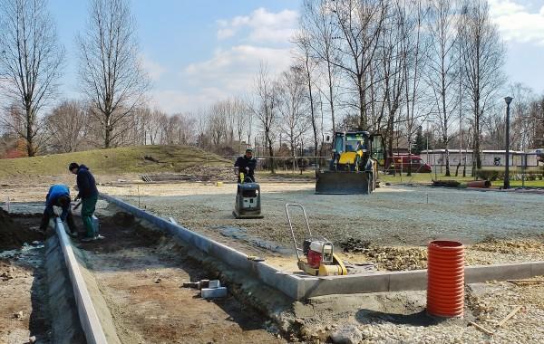 Budowa nowego boiska os. Zadole. Postęp prac 19.03.2015. Zdjęcie: Andrzej Najdrowski.